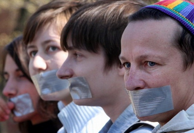 Акция протеста против гей-парада в России.